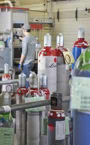 Zertifizierte Kalibriergase für Prozessgaschromatographen: Gängige Kalibriergasgemische ab Lager verfügbar