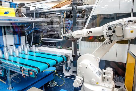 Spritzgießmaschinenbau: Hausmesse erfolgreich