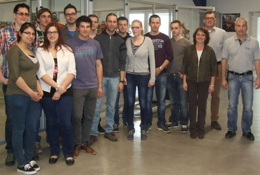 Roboterpraktikum bei SHL:: Hochschulstudenten üben Robotik