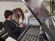 Röntgenfluoreszenzanalysegerät als Schenkung: SCHOTT unterstützt das OSIM