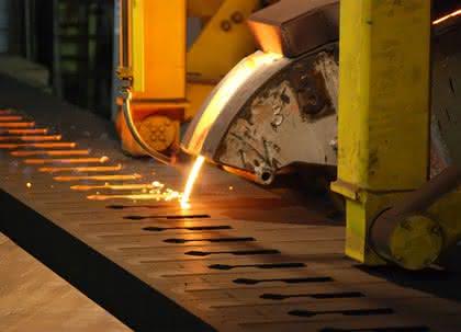 Kolbenring-Fertigung: Federal-Mogul entwickelt effizienten Gießprozess für Gusskolbenringe