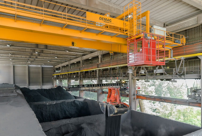 Demag-Kran im Zementwerk: Neun-Tonnen-Kran mit Scan-Control