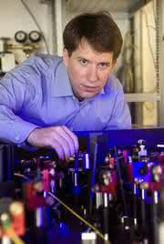 Datenübertragung mit Quantenteilchen: ERC-Grant für Quantenforscher Arno Rauschenbeutel