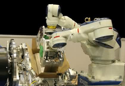 Doppelarmroboter: Entnahmesystem für Faltschachteln