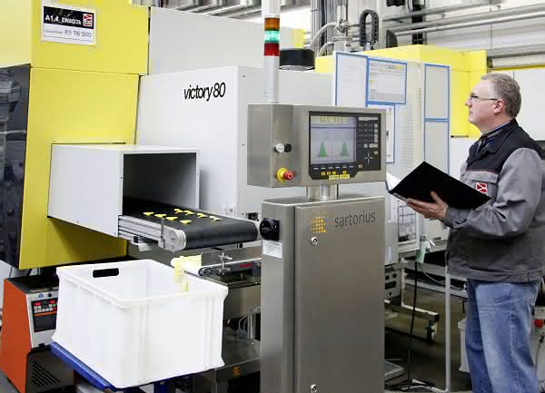 In Sicherheit gewogen: LKH Kunststoffwerk sichert Qualität im Spritzguss