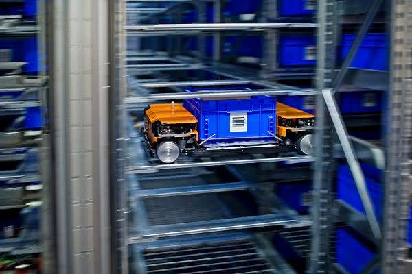 Autonome Roboter sorgen für grüne Logistik: Wagen mit elf Achsen