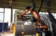 Rohre mit 14 Metern und 50 Tonnen:: Beim Schneiden hilft der Roboter