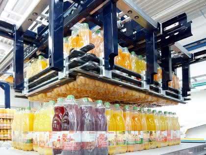 Portalroboter übernimmt Getränkekommissionierung: Schneller Flaschen-Automat