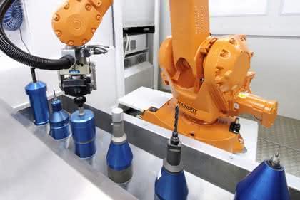 Robustes Equipment zum Entgraten von Gussteilen: Die Greifer halten dicht
