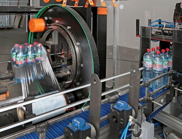 Getränkeverpackungen aus Kunststoff: PET-Gebinde kostengünstiger herstellen