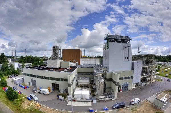 bioliq®-Pilotanlage erfolgreich in Betrieb: Erstmals Benzin am KIT hergestellt