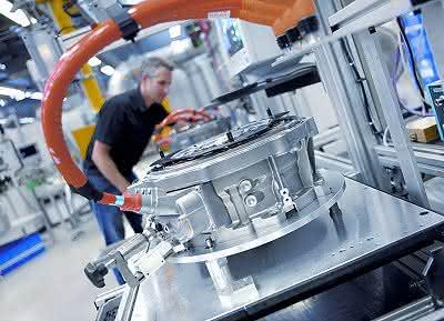 Wirtschaft + Unternehmen: VDMA: Exporte schrumpfen - das Minus aber auch