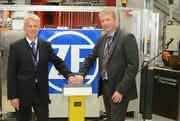 ZF-Vorstandsvorsitzender Dr. Stefan Sommer (rechts) und ZF-Vorstandsmitglied Michael Hankel