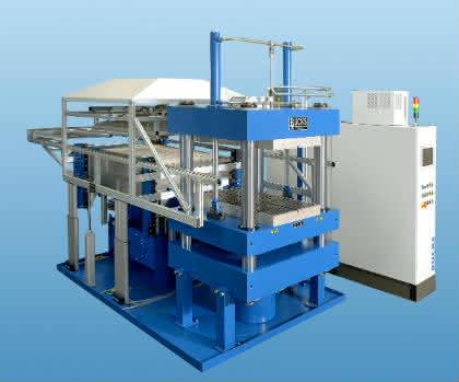 Präzision und Energieeinsprung in der Flugzeug-Zulieferindustrie: Thermoform-Presse für Composite-Teile