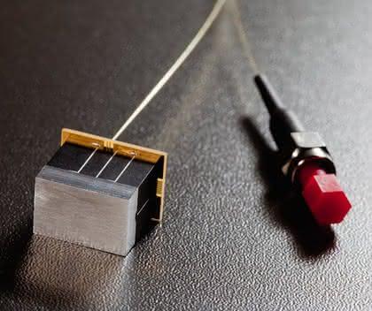 Mobile Materialanalyse: Kleiner als ein Stück Zucker: Miniatur-Gitterspektrometer