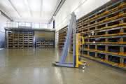 Flexibles Regalsystem: Stahlstangen platzsparend und sicher lagern
