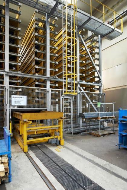 Für Blech- und Langgut: Remmert baut mitwachsende Lagertechnik: Tunnel durch das Lager