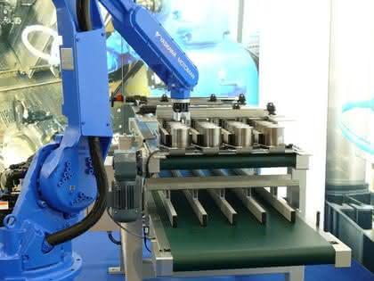 Roboterbasierte Automation: Roboter bestückt richtig