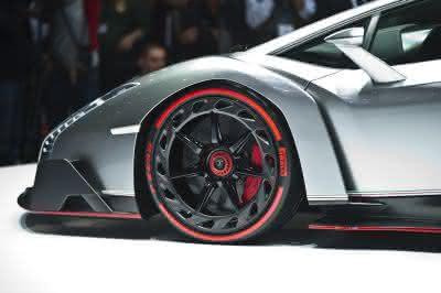 Märkte + Unternehmen: Pirelli und Lamborghini: Seit 50 Jahren unzertrennlich