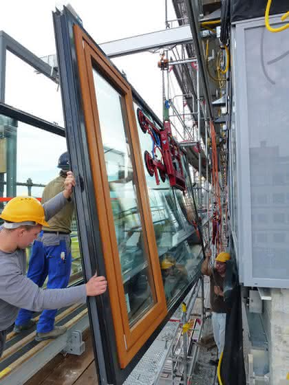 Alu-Schienen im Fassadenbau: Aluminium-Kransystem für mehr Licht