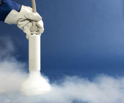 Temperiertechnik: CARBO bietet bedarfsgerechte Eigenproduktion von Trockeneis für Laboratorien