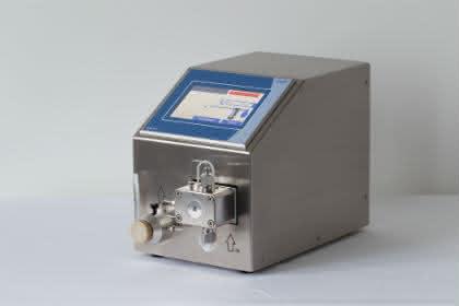 Förder-, Dosier-, Vakuumtechnik: HPLMC-Pumpe: Mit Coriolis-Massedurchflusssensor
