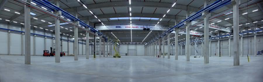 Neue Brückenkräne für das Hallenzentrum von Cargopack: Unter sieben Brücken...