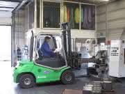 Elektrostaplereinsatz für Schwerlasten: Heiße Eisen angefasst