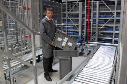 Behälter-Intelligenz powert Kleinteilelager: Porsche gibt Gas bei Ersatzteilen