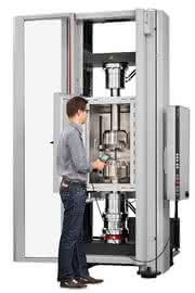 Prüfmaschine Allround Line: Composites - eine Maschine für 115 Prüfnormen