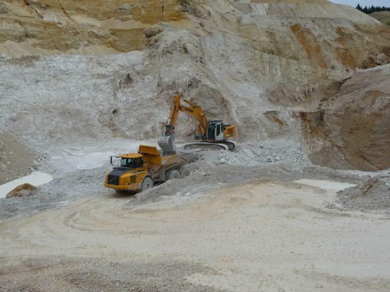 Hoffmann Mineral versendet den Füllstoff für Polymere und Elastomere weltweit: Kieselerde reist auf Kunststoff
