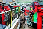 Hybridkinematik: Hybridkinematik – automatisiert Spritzgießtechnik