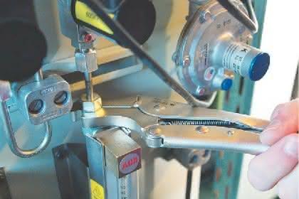 Montagetechnik: Gripschlüssel: Mit Spezialmaul
