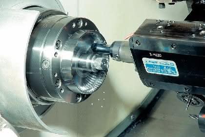 Radiales Stoßaggregat: Stoßen auf der Maschine