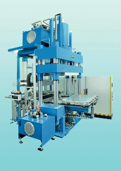 Composite-Pressen: Forscher nutzen moderne Composite-Pressanlage