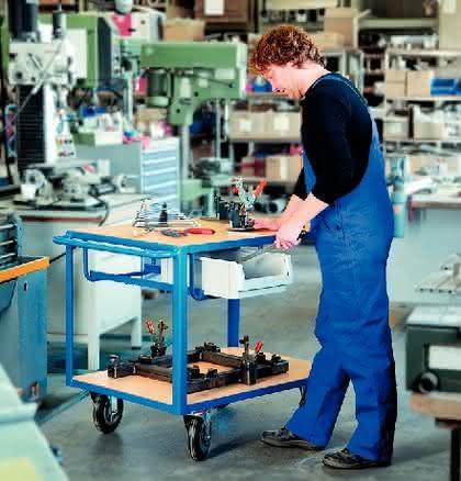 Tischwagen: Werkzeug servieren