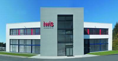 Märkte + Unternehmen: iwis weiht neue Fertigungshalle in Landsberg ein