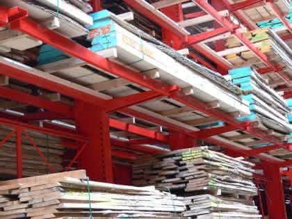 Verfahrbare Regalanlage für den Holzhandel: Ordentlich Holz in der Hütte