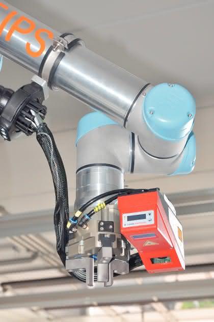 Leichtbauroboter UR-6-85-5-A: Dritte Dimension