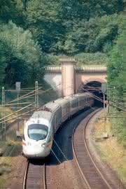 Durethan DP BM 65 X FM30: EU-Brandschutznorm für Schienenfahrzeuge umsetzen