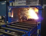 Plasma-Brenntechnik ersetzt bis zu sieben Maschinen: Der Roboter als Schweizer Taschenmesser