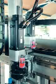 Mechatronische Antriebssysteme, Schneckengetriebemotor, Synchrone Servomotoren: Das bewegte Pils