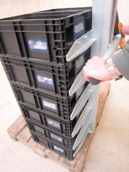 Lastaufnahme für Behälterstapel: Zwölf auf einmal