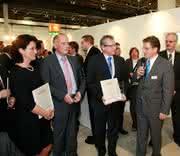 Märkte + Unternehmen: Krauss Maffei: verleiht Blue Power Award