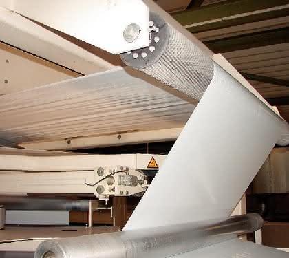 Breitstreck-Technologie: Falten weggebürstet