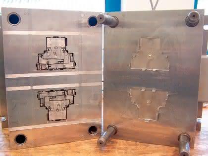 Präzisions-Spritzguss und Formenbau: Ultraschnell reinigen mit Ultraschall