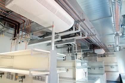 Labortechnik: Laborgebäude  in Hybridbauweise