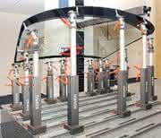 Spannsäule: An Säulen hängen