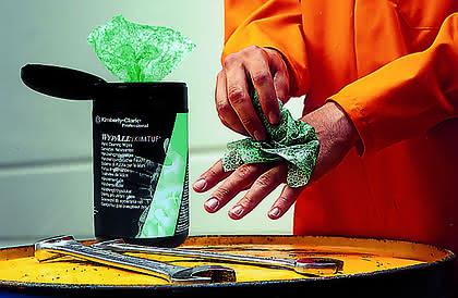 Werkstoffe: Dreckige Hände und Werkzeug