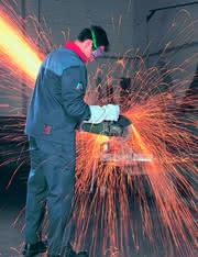 Zerspanen: Schutzkleidung und Arbeit